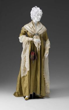 Round Gown: ca. 1790, English or French, silk moire.
