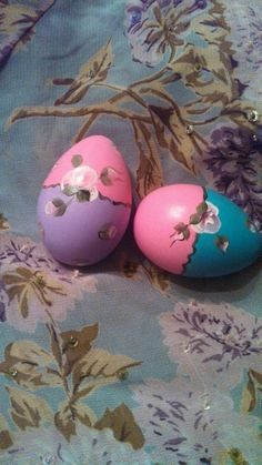Check out this item in my Etsy shop https://www.etsy.com/listing/219780372/hand-painted-roses-set-of-2-easter-eggs