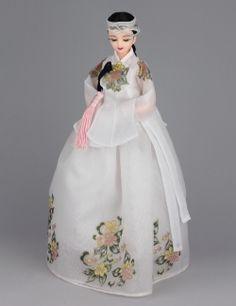 Korean Traditional Hanbok Doll Korean Traditional Dress, Traditional Dresses, Indian Dolls, Korean Hanbok, Asian Doll, Doll Costume, Oriental Fashion, Korean Outfits, Korean Women