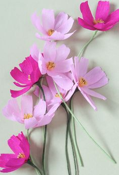 Новыйl Как сделать цветы из гофрированной бумаги с конфетами своими руками? Мастер-класс +75 Фото роскошных букетов