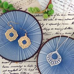 LAVISHY designs & wholesale original & beautiful applique bags, wallets, pouches & accessories for gift shop/boutique buyers in USA, Canada & worldwide. Canadian Gifts, Filigree Earrings, Makeup Pouch, Boutique Shop, Gift Store, Peta, Necklace Designs, Toronto, Crochet Earrings