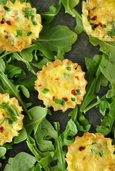 Mini Phyllo Quiche Cups :: These tasty breakfast bites are ready to scarf in just 15 minutes! They're perfect for Easter brunch!