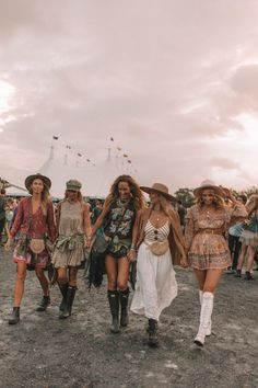 A dreamy boho party mixed with the relaxed vibes of Byron Bay. Check out these fab festival style fashion girls in their latest Spell Designs Party Fashion, Boho Fashion, Girl Fashion, Style Fashion, Fashion Styles, Music Festival Fashion, Festival Outfits, Fashion Music, Festival Looks