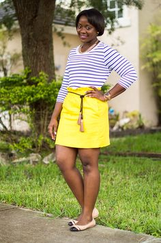 How to wear a yellow skirt. |