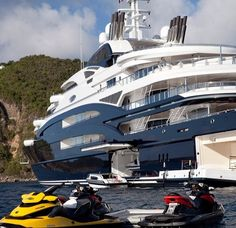 Luxury Yacht. Amazing, luxury, awesome, expensive, enormous, giant, modern, exclusive boat & yacht. Increible, lujoso, espectacular, caro, enorme, gigante, moderno, exclusivo barco/yate.