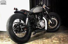 Zoku 1984 Yamaha SR400 http://goodhal.blogspot.com/2013/03/zoku-yamaha-thumper.html #1984AD #SR400 #Yamaha #ZokuMotorcycles