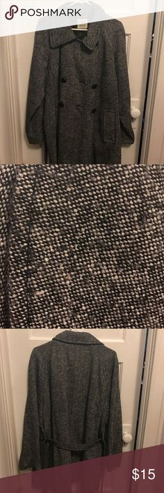 Old navy peacoat black white xxl Old navy pea coat in black and white pattern. Has a tie in the back. Some buttons are loose and liner in right pocket is ripped but still has a lot of life left Old Navy Jackets & Coats Pea Coats