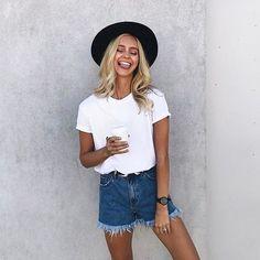 T-shirt bianca: 10 modi per abbinarla in modo cool!