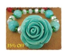 This flowery necklace is so totally cute!