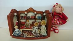 Tumima Dolls de Marisa Madejón. Miniature Dolls, Dollhouse Miniatures, Turtle, Bead, Toys, Holiday Decor, Frame, How To Make, Home Decor