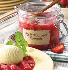 Nedocenená rebarbora | Recepty | zena.sme.sk Moscow Mule Mugs, Preserves, Pesto, Smoothies, Cooking Recipes, Sweets, Snacks, Food And Drink, Vegan