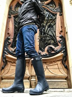 Dare to wear your wellies in the city! Wellies Rain Boots, Hunter Wellies, Hunter Boots, Man Hunter, Wellington Boot, Denim Jeans Men, Leather Pants, Guys, Paris