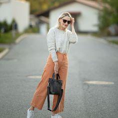 Eilisen asu - persikan väriset farkut ja uusi Marimekon laukkuni(*saatu) Asupostaus nyt blogissa #newblogpost #marimekko #millimatkuri #foreveryours #ootd #streetstyle #fashioninspo Asu, Marimekko, Ootd