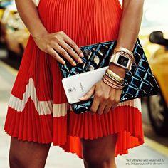 Restez féminine jusqu'au bout des doigts avec le #GalaxyNote3 ! #Galaxy #Samsung #GalaxyGear #Robe #Féminité #Style