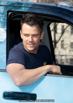 Josh Duhamel Josh Duhamel with other New Yorkers help revitalize Franz Sigel Park in the Bronx during National Volunteer Week http://www.icelebz.com/events/josh_duhamel_with_other_new_yorkers_help_revitalize_franz_sigel_park_in_the_bronx_during_national_volunteer_week/photo1.html