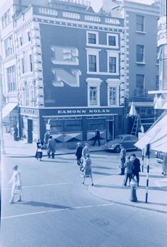Corner of St Stephen's Green West and King Street South in the 1950s, the site of the St Stephen's Green Shopping Centre today.