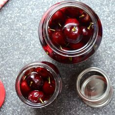 A crazy easy recipe for Drunken Cherries! 15 minutes to prep, and a sabbatical is all it takes for these boozy, gift-worthy, soused summer fruit! Bourbon Cherries, Canned Cherries, Sweet Cherries, Whiskey Recipes, Alcohol Drink Recipes, Cherry Desserts, Cherry Recipes, Drunken Cherries Recipe, Alcohol Soaked Fruit
