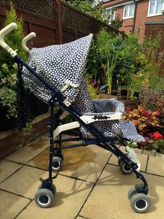 My Mamas & Papas Pliko pushchair . Loved it! Vintage Pram, Retro Vintage, Prams And Pushchairs, Mamas And Papas, Baby Dolls, Baby Strollers, Dollhouses, Antiques, Cots