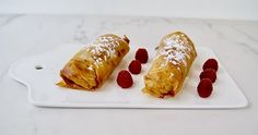 Rouleaux framboises amandes French Toast, Breakfast, Food, Raspberries, Almonds, Seasonal Recipe, Wraps, Morning Coffee, Eten