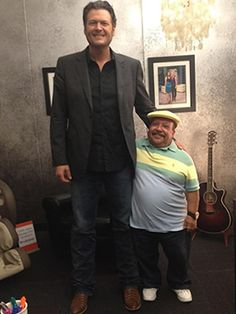 """Blake Shelton & Chuy Bravo, Blake Shelton made his hilarious return to E!'s Chelsea Lately on August 7. Before show time, he met up with Chelsea Handler's assistant, Chuy Bravo. """"I found a drinking buddy!!!!"""" Blake tweeted, sending a photo of the pair together out to his followers. Photo courtesy of Twitter.com/BlakeShelton.  Watch Blake Shelton on Chelsea Lately!  >>"""