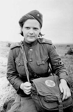 1943 год. Санинструктор В. Соколова. Район Курской дуги