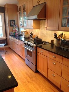 Kraftmaid ginger glaze cabinets with granite countertops for Granite remnants los angeles ca
