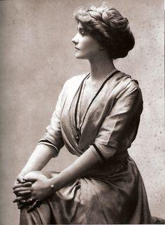 Coco Chanel (1910)