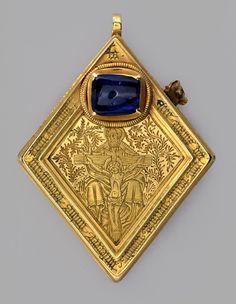El Middleham Jewel, a mediados del siglo 15. Un colgante de oro adornada con un rectángulo fechas de zafiro de c. 1460. Grabado con imágenes de la trinidad en el frente y la natividad en la parte posterior, diseñado para su uso como contenedor. © Cortesía de la York Museos Fideicomiso