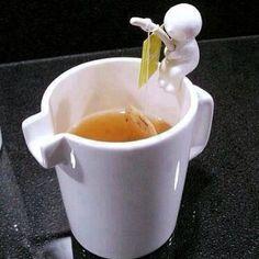 IDEAL PARA UNA INFUSIÓN CALENTITA. Little man fishing tea bag holder