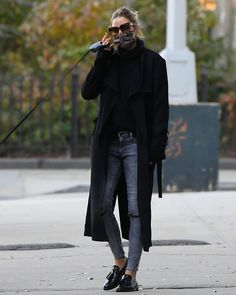 Olivia Palermo Outfit, Olivia Palermo Lookbook, Olivia Palermo Style, Jean Outfits, Casual Outfits, Fashion Outfits, Women's Fashion, Grey Pants, Business Fashion