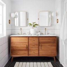 The planet's best of timeless, modern / contemporary master bathroom and powder room designs. #modernBathroom White Vanity Bathroom, Wood Vanity, Wood Bathroom, Bathroom Faucets, White Bathrooms, Master Bathrooms, Luxury Bathrooms, Dream Bathrooms, Contemporary Bathrooms