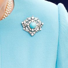 Photos: A look at the Queen's brooches and the significance behind each one - HELLO! Queen Elizabeth Jewels, Queen Victoria Wedding, Lovers Knot Tiara, Royal Jewelry, Gems Jewelry, Jewlery, Jewelry Accessories, Queens Jewels, Diamond Bows