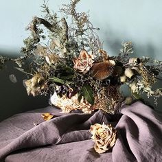 This is the absolute epitome of dried flowers (and #lovelydeadcrap !) I created this in fresh flowers just after New Year and I'm afraid I have just let it slowly die and shrivel ever since. So everything is dry papery and well & truly dead but I still love it. Is it just me?