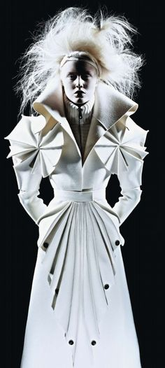 Sculptural Fashion folds, pleats, texture - fashion design details.. http://rainbowleather.com/