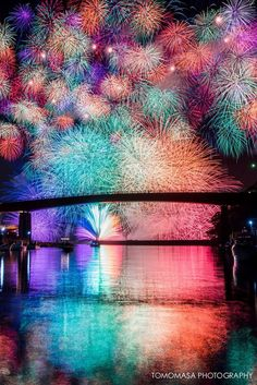 lifeisverybeautiful: Fireworks, Mie, Japan by. - Tokyo lifeisverybeautiful: Fireworks, Mie, Japan by. All Nature, Amazing Nature, Pretty Pictures, Cool Photos, Beautiful World, Beautiful Places, Japon Tokyo, Fire Works, Jolie Photo