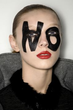 Idée Maquillage 2018 / 2019 : victor and rolffall winter 2008 Make Up Looks, Makeup Inspo, Makeup Inspiration, Victor And Rolf, Make Up Art, Mode Editorials, Beauty Editorial, Editorial Fashion, War Paint