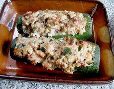 Gefüllte Zucchini mit Feta und Walnüssen, ein leckeres Rezept aus der Kategorie Gemüse. Bewertungen: 9. Durchschnitt: Ø 4,0.