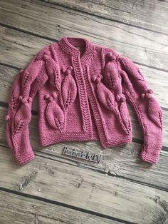 Бомбер Листья цвета Роза – купить или заказать в интернет-магазине на Ярмарке Мастеров   Этот бомбер с объемным узором с легкостью… Knitting For Kids, Baby Knitting Patterns, Knitting Designs, Hand Knitting, Baby Boy Cardigan, Knit Cardigan, Crochet Coat, Knitwear, Couture