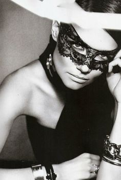 Katie Holmes.. great mask