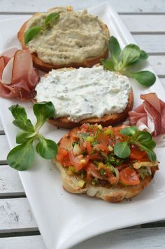 Bruschette mix - Retete culinare by Teo's Kitchen Best Appetizer Recipes, Healthy Appetizers, New Year's Food, Good Food, Bruschetta, Appetizer Sandwiches, Cooking Recipes, Healthy Recipes, Cooking Ideas