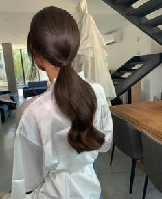 Beautiful shared by Elisa Abbasova on We Heart It Light Brown Hair, Dark Hair, Dark Brown, Pretty Hairstyles, Wedding Hairstyles, Pelo Cafe, Mode Ootd, Aesthetic Hair, Brunette Hair