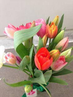 Qué linda entrega, #Tulipanes de colores, nos encantan!! #EntregasEspeciales #Flores #LaFleurBoutique