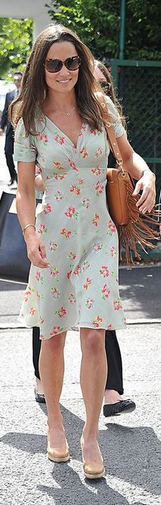 Who made  Pippa Middleton's blue floral dress and brown fringe leather handbag?