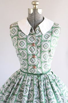 Vintage 1950s Dress / 50s Cotton Dress / Green and White Floral Dress w/ White Collar M