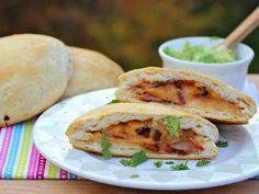 Sándwich de Frijoles Refritos, Tocineta y Queso Fundido - Que Rica Vida