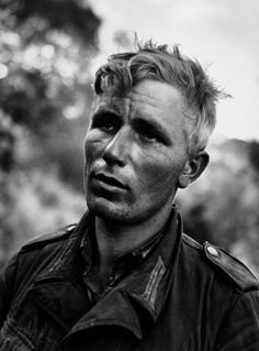 war photos of celebrated photographer Robert Capa who was born 100 years ago this week POW: A German soldier after he had been captured by American troops near Nicosia in July 1943 by Robert Cappa German Soldiers Ww2, American Soldiers, Raza Aria, Battle Of Normandy, First Indochina War, Susan Sontag, War Photography, Street Photography, Landscape Photography