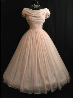 This chiffon dress is simply breathtaking! 2019 This chiffon dress is simply breathtaking! The post This chiffon dress is simply breathtaking! 2019 appeared first on Vintage ideas. Cute Dress Outfits, Pretty Outfits, Pretty Dresses, Beautiful Outfits, Vintage Inspired Dresses, Vintage Dresses, Vintage Outfits, 1950s Dresses, 1950s Prom Dress