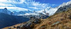 Autumn in the swiss mountains - Wenn man mit so einem Panorama belohnt wird dann vergisst man sehr schnell die Strapazen des Aufstiegs. Diese Aufnahme ist auf einer Wanderung von Saas Fee nach Hannig entstanden.  If you are rewarded with such a panorama then you quickly forget the hardships of the ascent. This photograph was taken on a hike from Saas Fee to Hannig.
