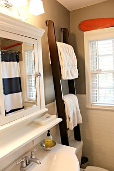 Turn an old bunk bed ladder into a towel rack! What a great idea.