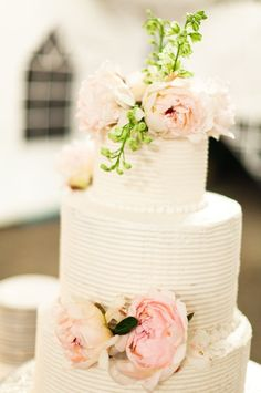 Wedding cake with thin horizontal lines in the frosting